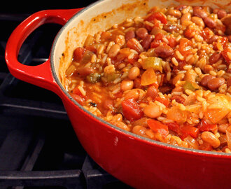 One-Pot Vegetarian Jambalaya {A Meatless Monday Recipe