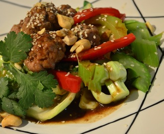 Meatballs with hoisin gravy, vegetables & a cashew/sesame sprinkle