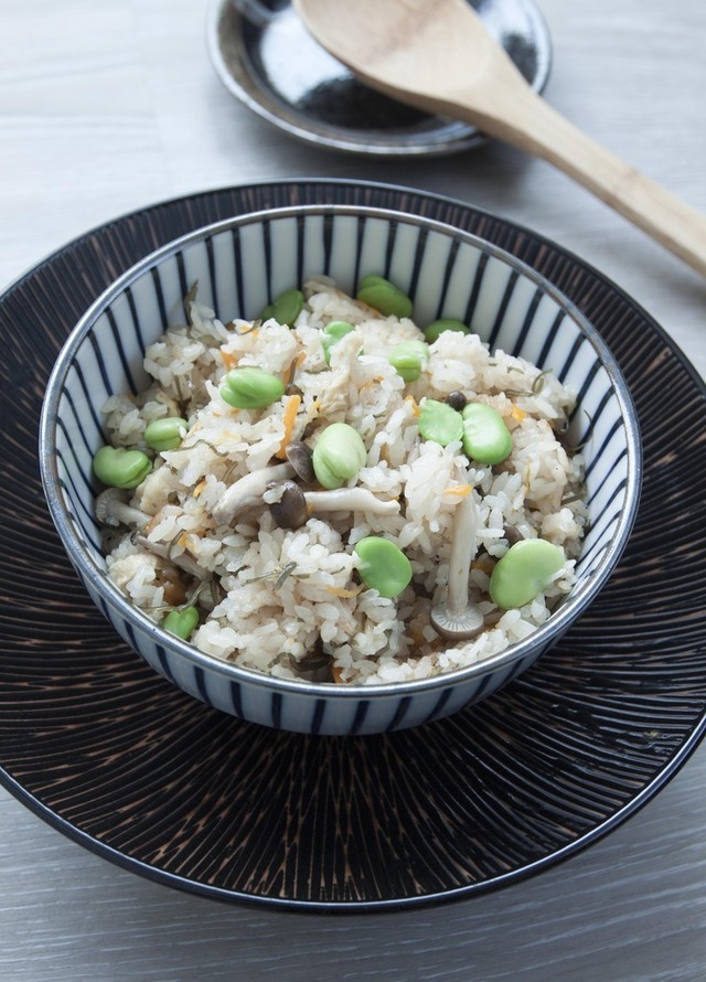 Rice Cooker Recipe - Japanese Style Steamed Rice with Shio Kombu (塩昆布の炊き込みご飯)