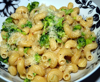 May 2002 - Orecchiette (Pasta) with Cream Broccoli
