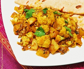 Punjabi Aloo Gobi – Cauliflower and Potato Curry
