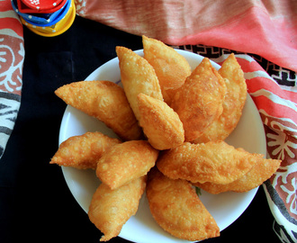 Sweet Samosa Recipe - Somasi Recipe - Holi Recipes - Diwali Sweet Recipes - Sweet Recipes - Pooja Recipe - Festival Recipes