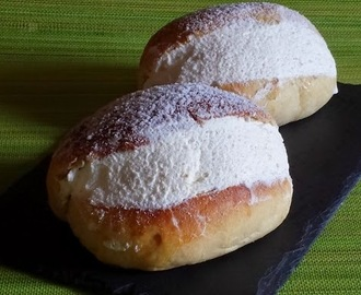Small brioches with whipped cream