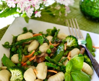 Gnocchi Primavera with Spring Asparagus and Peas #SundaySupper