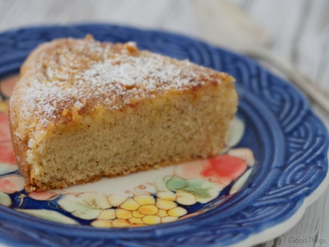 Tea cake with vanilla, cinnamon and apple - perfect for grandma's visit