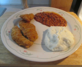 Crispy Chicken Strips w/ Mashed Potatoes and Vegetarian Baked Beans