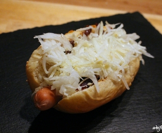 Hot Dogs NYC Style mit Red Onion Relish