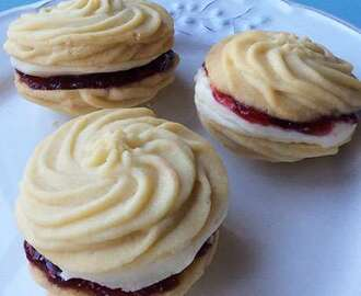 An easy step-by-step guide to making Viennese whirls
