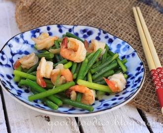 Recipe: Stir fried flowering chives with prawns (Chinese)
