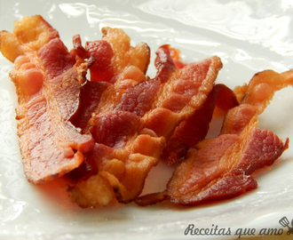 Bacon frito no microondas