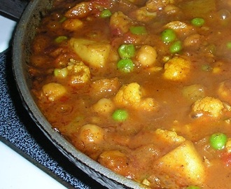 Indian-style curry with potatoes, cauliflower, peas and chickpeas