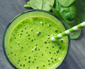 Smoothie met spinazie, ananas en avocado
