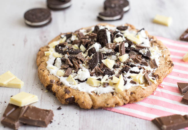 Cookies and cream dessert pizza