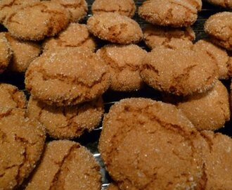 Ginger crinkle biscuits