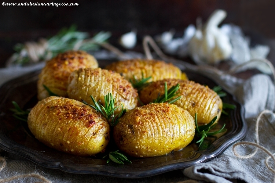 Hasselback potatos - one of the best things you can make out of potatos (vegan. gluten-free, kosher)
