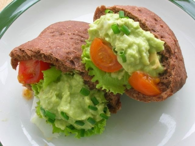 Spelt Cocoa Breads with Avocado Egg Filling