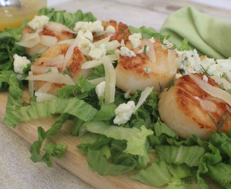 Seared Scallops with Shredded Manchego and a Bleu Cheese Crumble / #SundaySupper