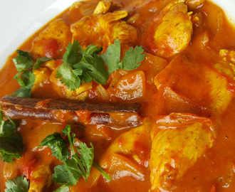 Indiase curry met kip en kokosmelk