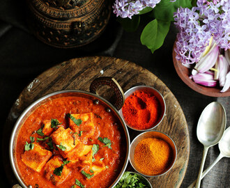 Achari Paneer Masala Recipe | Quick and Simple Achaari Paneer Curry Recipe
