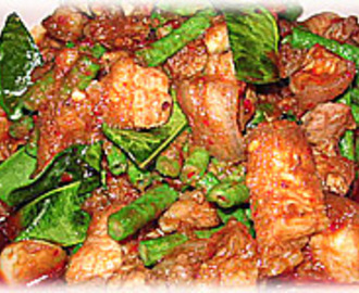 SPICY STIR-FRIED PORK WITH RED CURRY PASTE