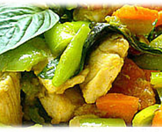 STIR FRIED CHICKEN WITH GREEN CURRY PASTE