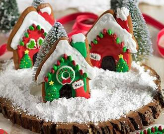 Easy Gingerbread Dog Houses