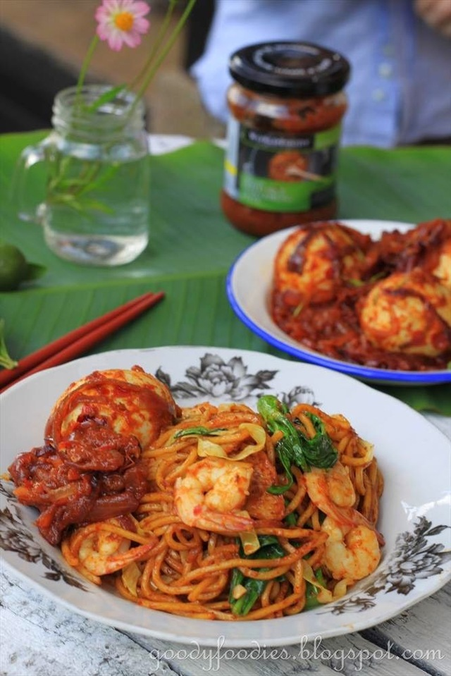 Recipe: Mee Goreng (Malay-style fried yellow noodles)