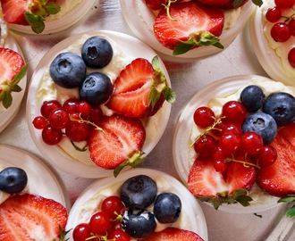 Christmas Recipe: Absolutely Last-Minute Mini Berry Pavlovas
