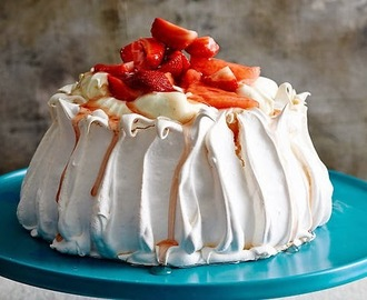 Pavlova with vanilla yoghurt, watermelon and strawberries recipe
