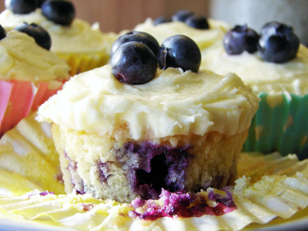 Easy But Delicious: Lemon and Blueberry Cupcakes
