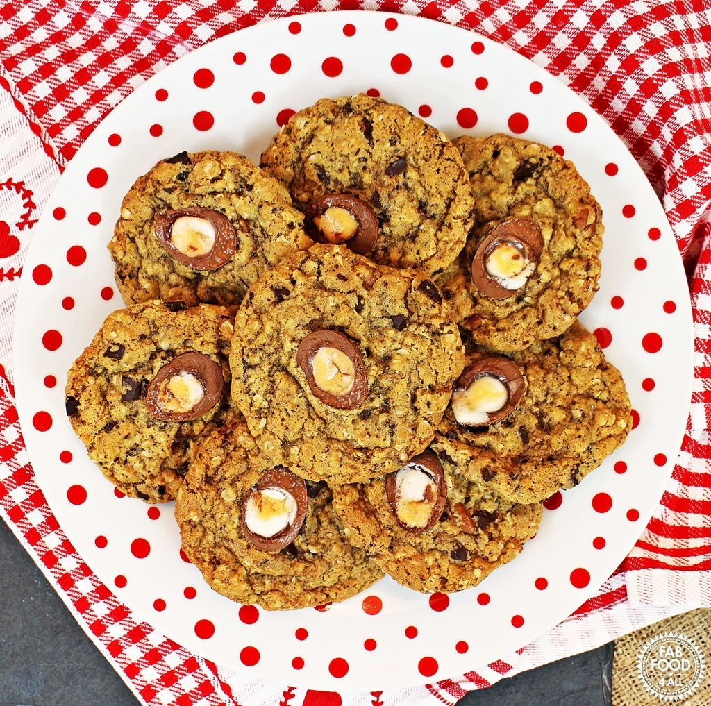 Easy Creme Egg Cookies – deliciously crispy & chewy!