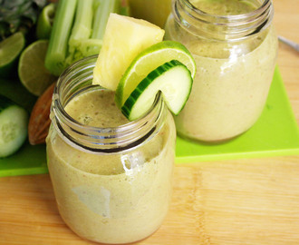 pineapple, cucumber and celery smoothie - smeg blender review