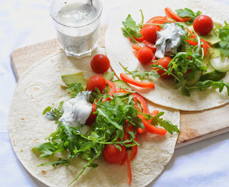 wrap de abacate, tomate e queijo de cabra // avocado, tomato and goat's cheese wrap