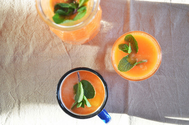 sumo de laranja, cenoura e gengibre // orange, carrot and ginger juice