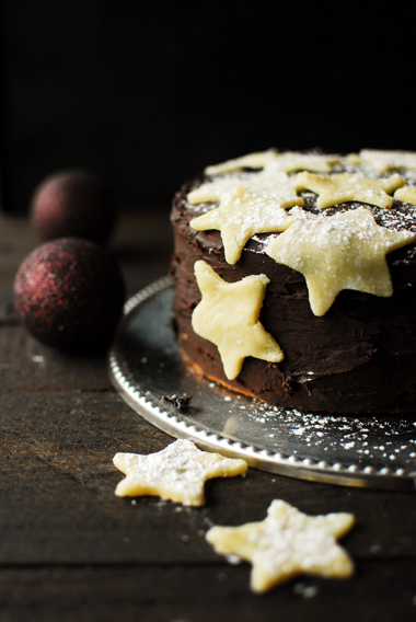Gingerbread cake with pudding and chocolate