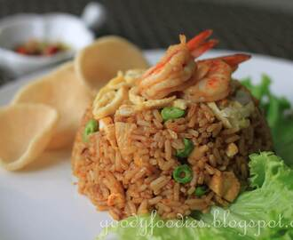 Recipe: Nasi Goreng Indonesia (Indonesian fried rice) + WORLDFOODS giveaway!