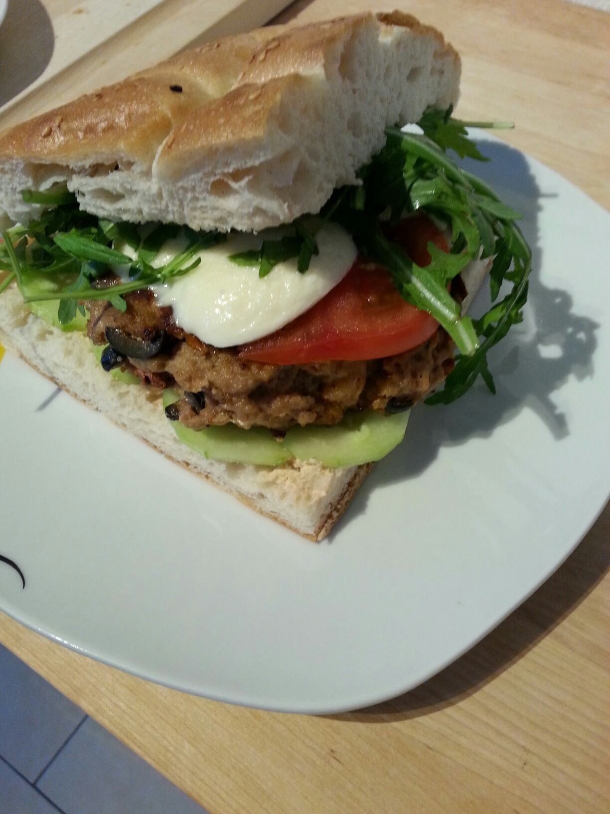 Mediterranean burger – with recipe / Mediterraner Burger – mit Rezept