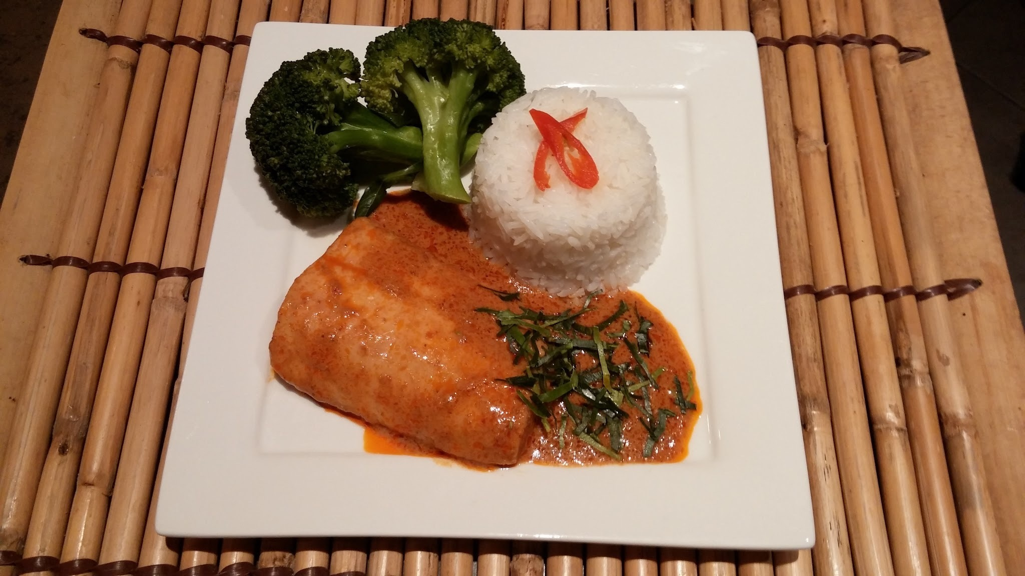 Recipe Salmon with Thai Panaeng curry sauce