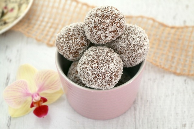 Easy Chocolate Coconut Balls