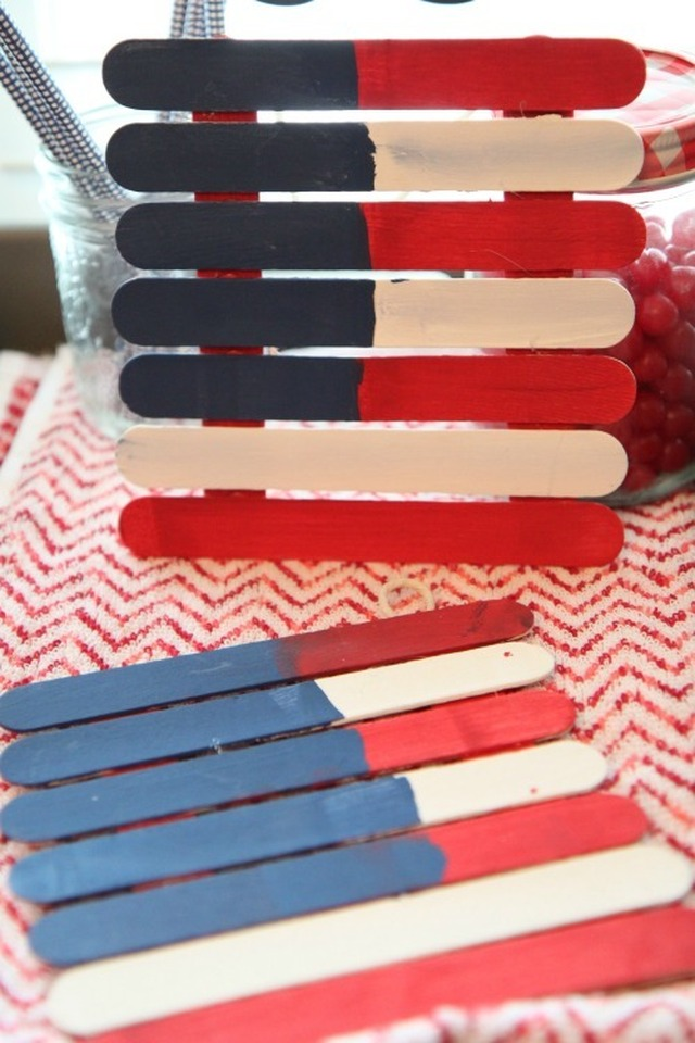 Easy American Flag Craft for Kids