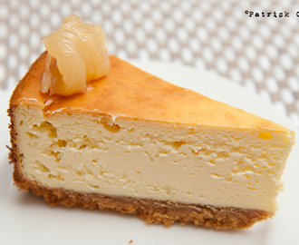 Baked cheese cake with peanut butter base