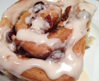 Cranberry White Chocolate Cinnamon Rolls