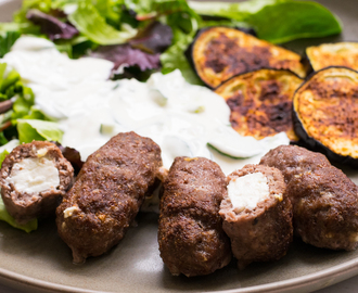 Super leckere Low Carb Bifteki Teller mit Tzatziki