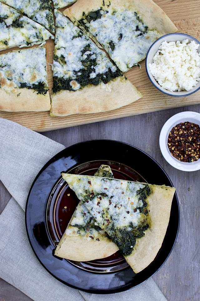 Saag Pizza (Indian Style Spinach Pizza)