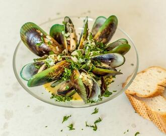 Creamy Garlic and White Wine Mussels