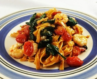 Tangy tagliatelle with prawns, tomato, spinach and garlic