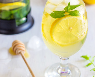 Fresh Mint and Lemon Iced Tea