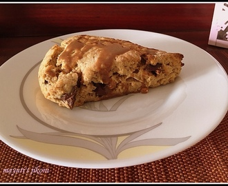578. Dulce de leche and chocolate chip scones
