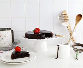 A Simple Chocolate Cake With Chocolate Ganache {Gluten & Dairy Free}
