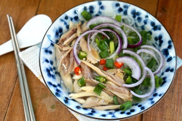 Vietnamese Chicken Noodle soup ~ 越南鸡肉面条汤